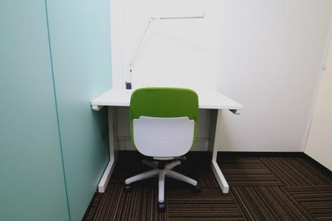 【現在ご入居中】D室 1人使用専用ブースタイプ レンタルオフィスのイメージ