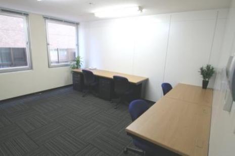 B室 窓あり専用個室家具備え付けタイプ レンタルオフィス(約5坪)のイメージ